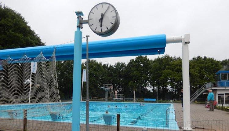 Dauwzwemmen op zwembad Het Elderink