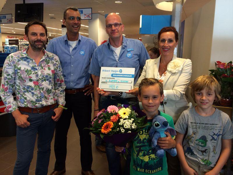 Overhandiging cheque Verenigingenactie Albert Heijn Hengelo