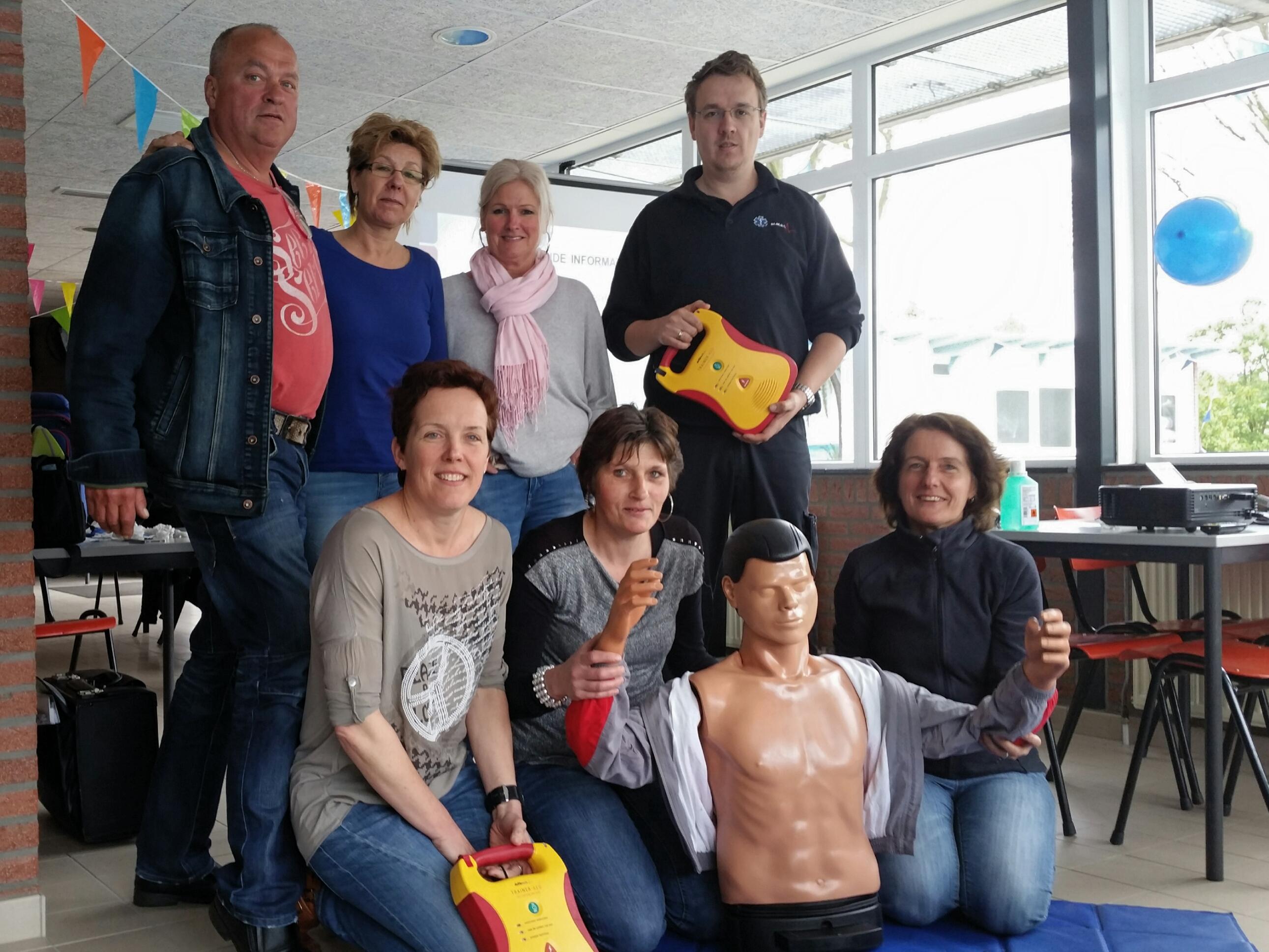 Hartreanimatie, AED cursus voor de vrijwilligers op zwembad Het Elderink